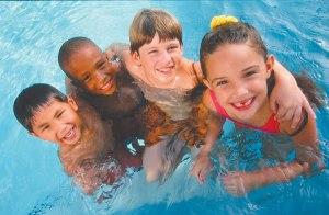 kids-at-pool
